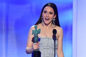 rachel-brosnahan-accepts-the-award-for-outstanding-news-photo-1090492700-1548665295
