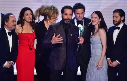 the-cast-of-the-marvelous-mrs-maisel-accepts-the-award-for-news-photo-1090493236-1548665974